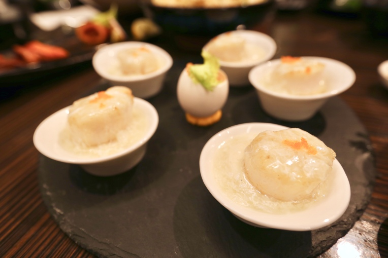 Steamed soft texture tofu, seared US scallop, crab roe (3.0)
