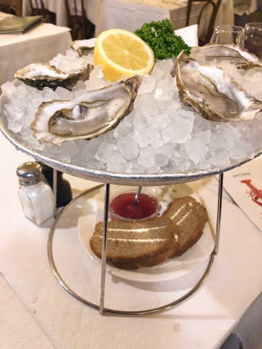 Les Huîtres (3.5): oysters on the half-shell.